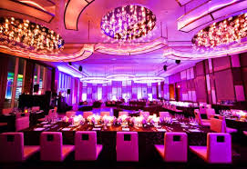 tiệc cưới tổ chức trong nhà hàng sang trọng